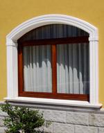 Cornici in cemento decorativo per finestre